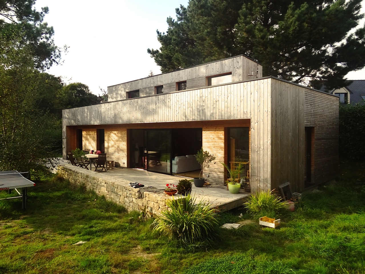 Tyerra architectes architecture habitat sain finist re for Petite maison bois contemporaine