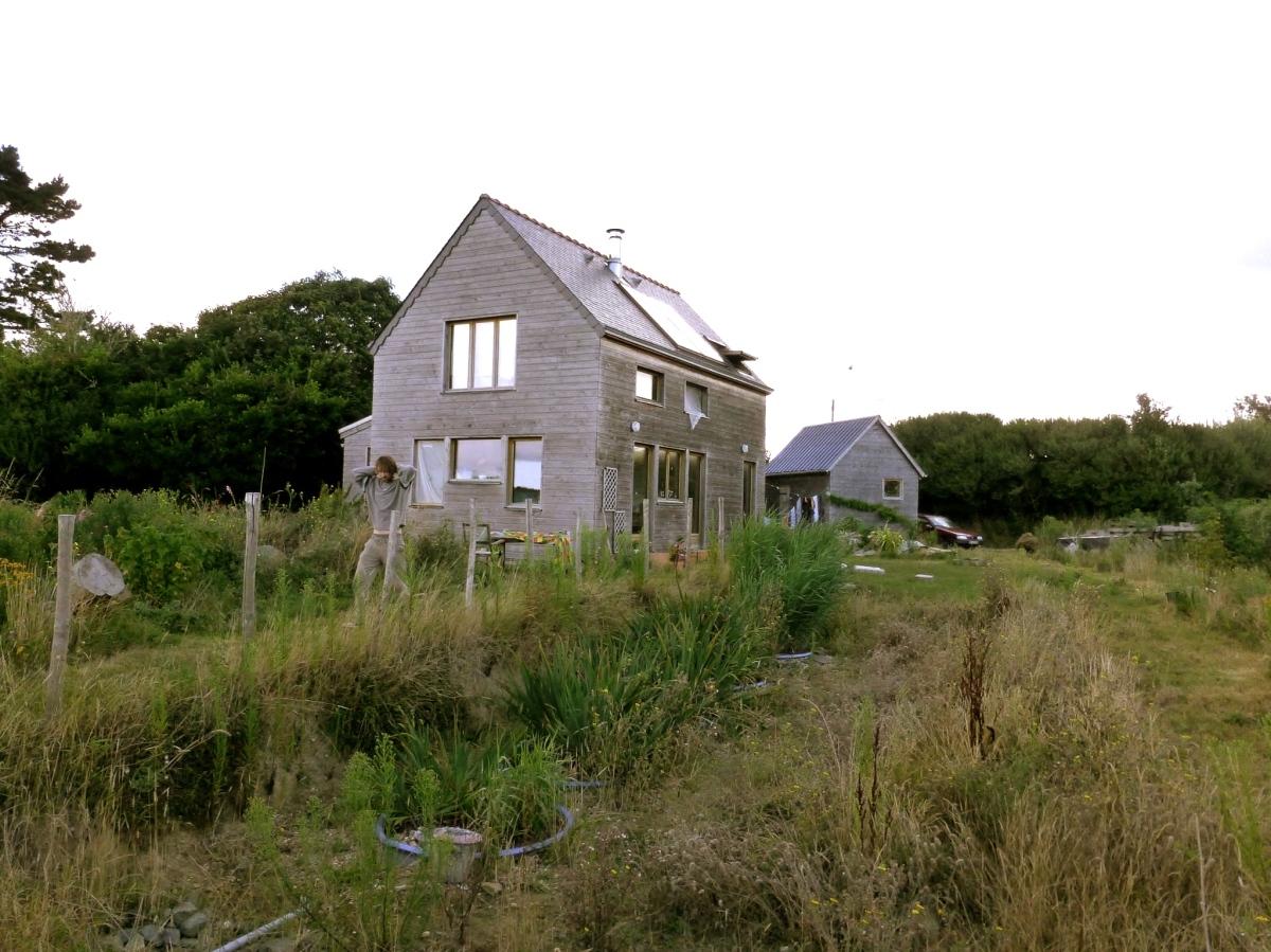 Une petite maison paille tyerra architectes - Construction maison petit budget ...