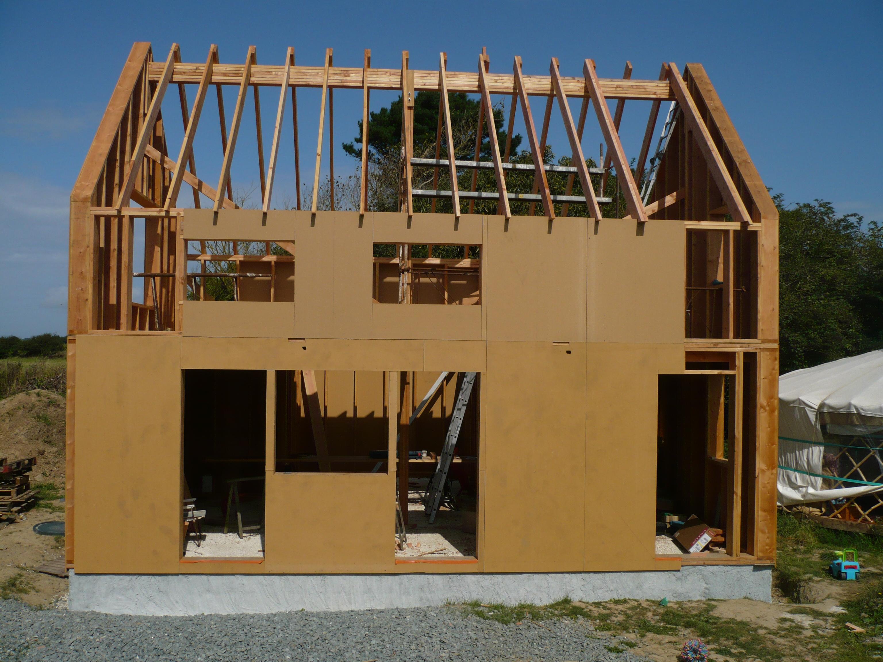 une petite maison paille tyerra architectes. Black Bedroom Furniture Sets. Home Design Ideas