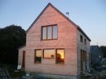 Petite maison bois et paille.